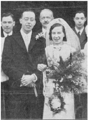 <sub>Wedding Day of Edwin & Edith at<br>Tewkesbury Abbey on 4 December 1939.<br>(Eastman)</sub>